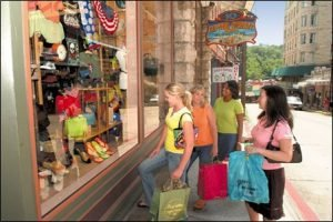 Shopping in Historic District Eureka Springs